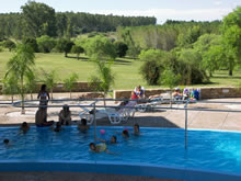 angosta piscina de las termas de guaviyu
